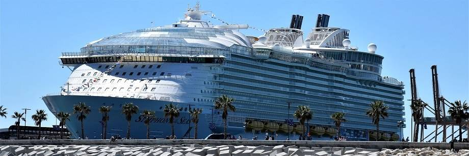Aankomst Cruiseschip Symphony of The Seas in Malaga